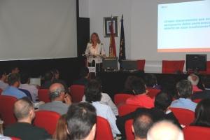 La Comandante, Cristina Pérez Cottrell, en su ponencia sobre cizalladura. Imagen COPAC