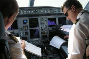 Tripulación técnica en cabina. Foto / Iberia